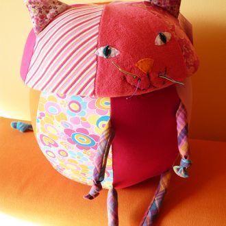cutie jucarii pisica roz (2)